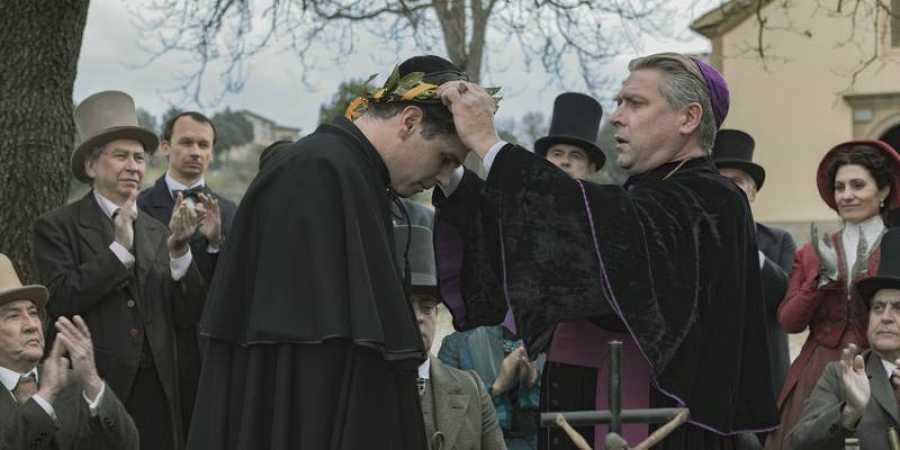 Verdaguer (Ernest Villegas) y el obispo (Pere Arquillué) en otro momento del rodaje
