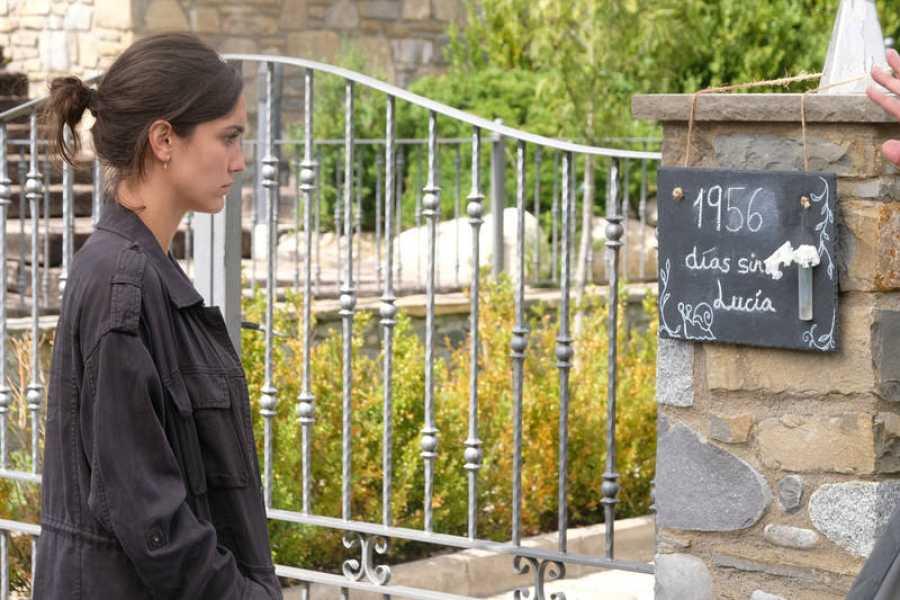 Sara Campos (Megan Montaner) llega a Monteperdido a investigar las desapariciones