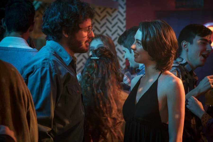María (Carmen Climent) conoce a Salva (Javier Pereira)