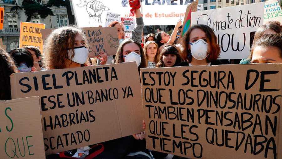 Manifestación estudiantil de 'Fridays for future' en la que se puede leer