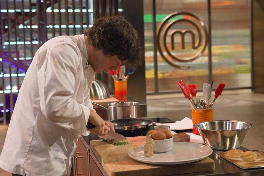 Jordi Cruz, cocinando