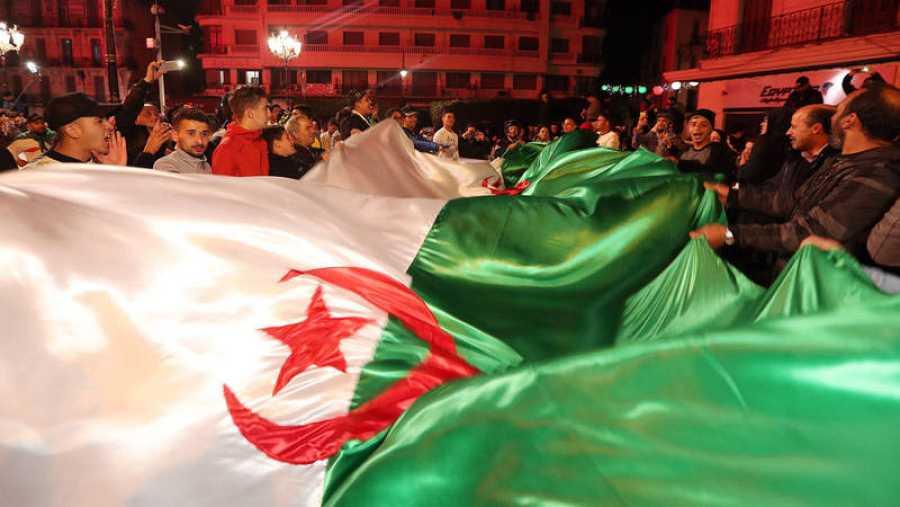 Abdelaziz Buteflika dimite como presidente de Argelia