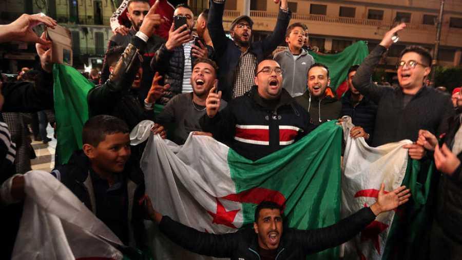Buteflika dimite como presidente de Argelia tras 20 años en el poder