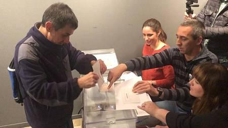 Personas con discapacidad intelectual ensayan cómo votar en Logroño