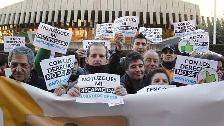 Protesta ante el Constitucional para exigir una reforma de la LOREG que permita votar a todas las personas con discapacidad intelectual