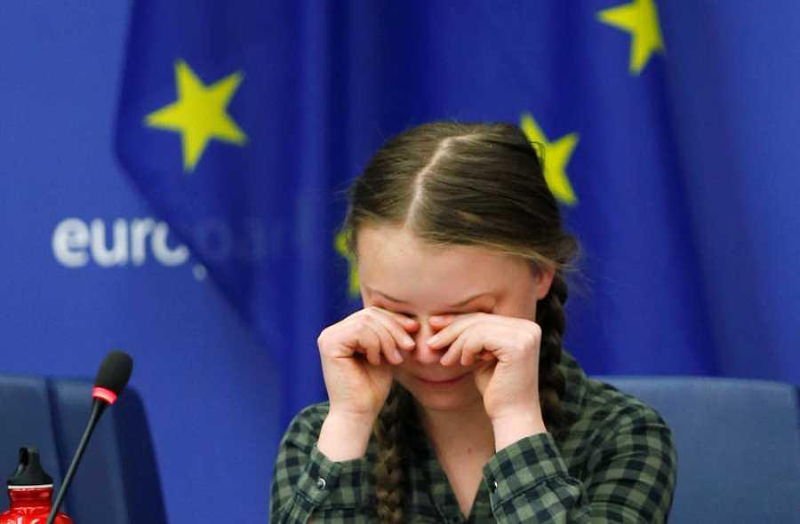 Greta Thunberg, llora emocionada tras su discurso ante la comisión de Medio Ambiente en Estrasburgo.
