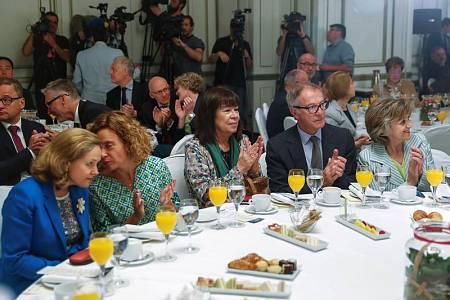 La presidenta del PSOE y varios ministros del Gobierno asisten a la conferencia de Borrell en el Forum Europa.