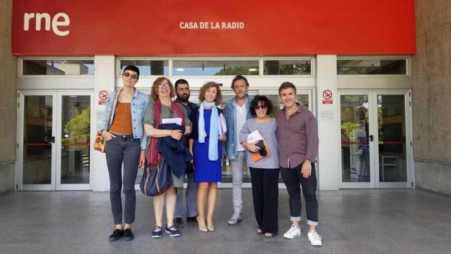 Los miembros del jurado del XI Concurso de Cortos RNE, de izquierda a derecha: Isabel Peña, Silvia Pérez de Pablo, David Rodríguez, Yolanda Flores, José Luis García Pérez, Paloma Zuriaga y José Esteban Alenda.