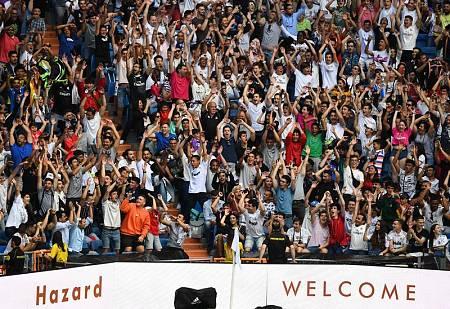 Aspecto de una de las gradas del Bernabéu en la presentación de Hazard.