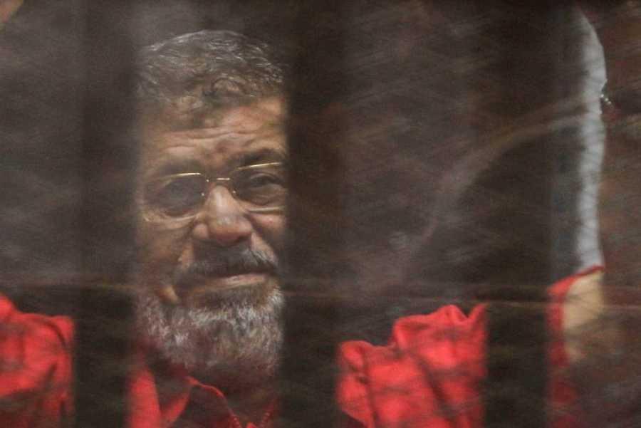 El expresidente egipcio, Mohamed Morsi, juzgado en el Cairo (Egipto) en 2016.