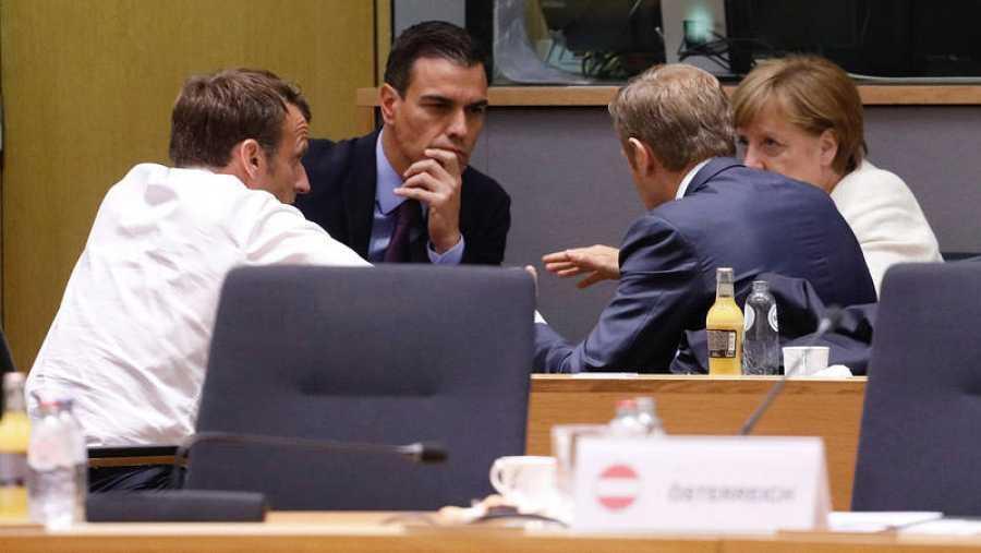 Merkel, Macron y Sánchez hablan con Tusk antes de debatir el reparto en la UE