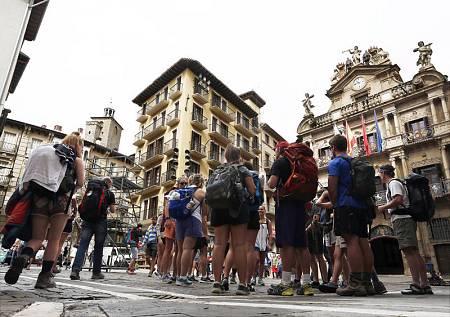 Pamplona recibe a  miles de visitantes con motivo de los Sanfermines