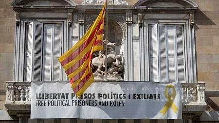 Imagen del Palacio de la Generalitat con el lazo amarillo durante la campaña de las elecciones generales del 28 de abril de 2019