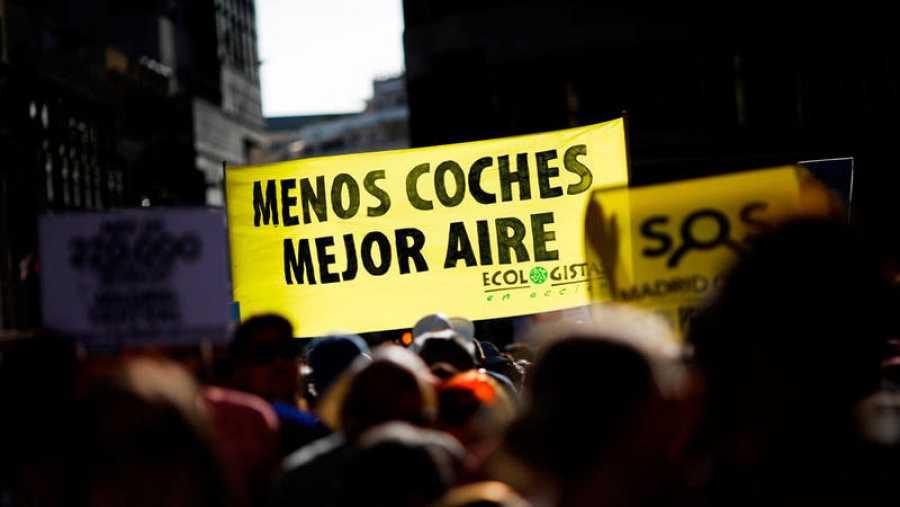 Pancarta de Ecologistas en Acción en la que se puede leer: