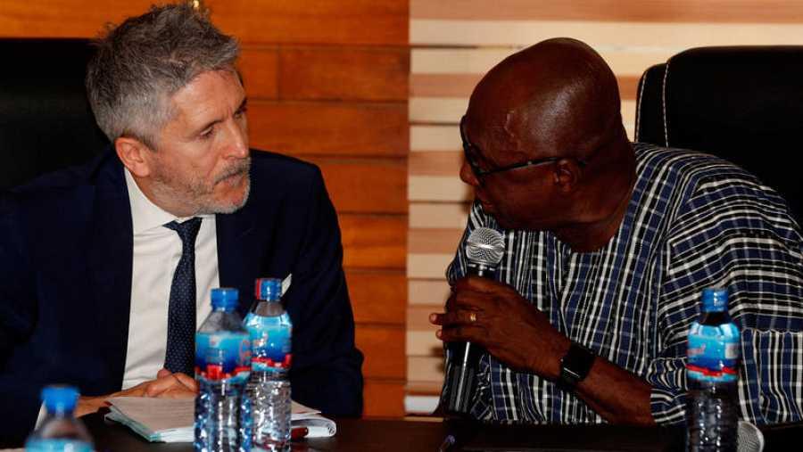 El ministro español del Interior, Fernando Grande-Marlaska, durante el encuentro mantenido con su homólogo de Ghana, Ambrose Dery, en febrero.