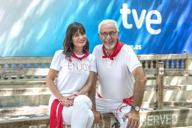 Elena S. Sánchez y Javier Solano, los presetandores del especial Vive San Fermín 2019