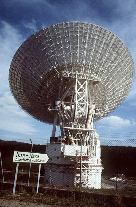 Fotografía de archivo de la antena DSS-61, utilizada por la NASA en 1969 para seguir la misión Apolo XI.