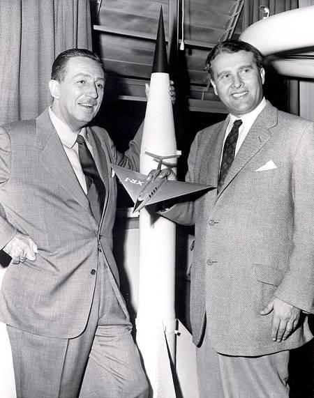 Walt Disney y Von Braun, en una imagen de mediados de los años 50