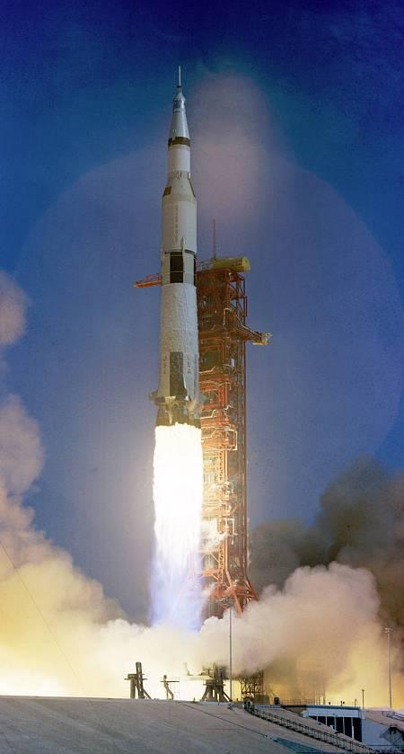 El Saturno V, durante el despegue en Cabo Cañaveral.