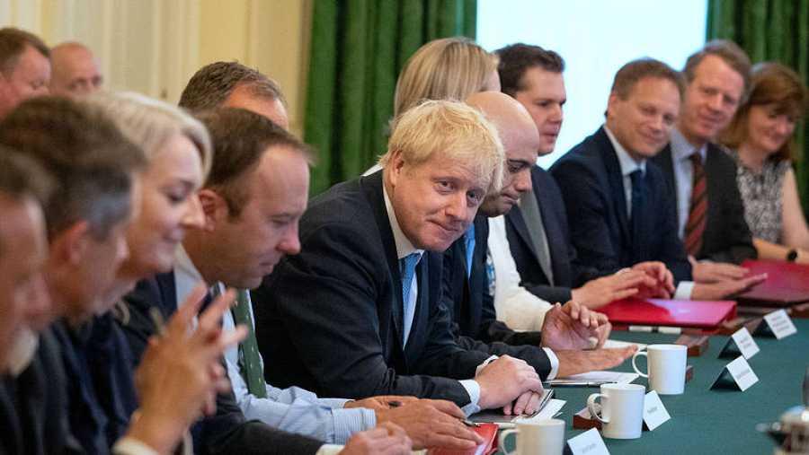 Boris Johnson reúne por primera vez a su Ejecutivo