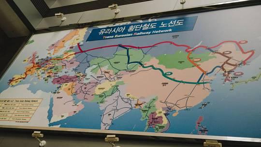 Mapa del trayecto de tren que uniría la penísula de Corea con Rusia, China y Europa