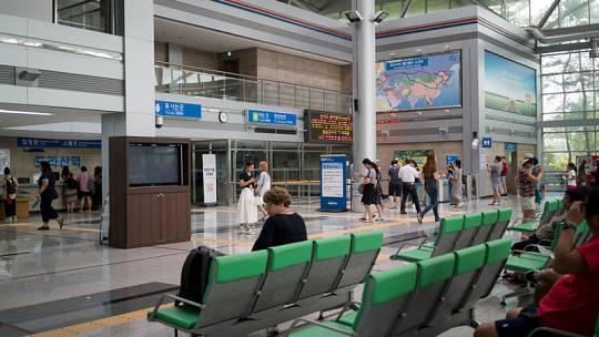 Imagen de la sala de espera de la estación de Dorasan