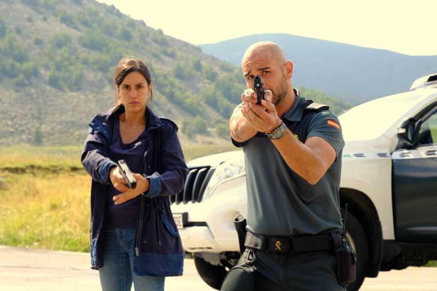 Megan Montaner y Alain Hernández en 'La caza. Monteperdido'