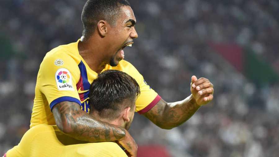El brasileño Malcom celebra un gol con el Barça.
