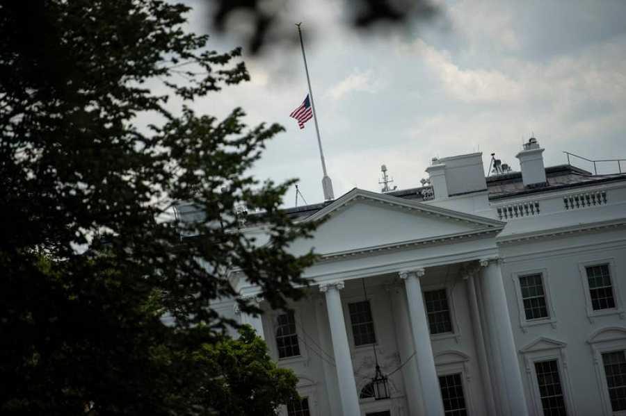Banderas a media asta en Washington,DC por las víctimas de los tiroteos de Texas y Ohio