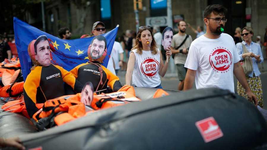 manifestación en Barcelona convocada por la organización no gubernamental española Proactiva Open Arms contra la criminalización de las misiones de rescate de migrantes