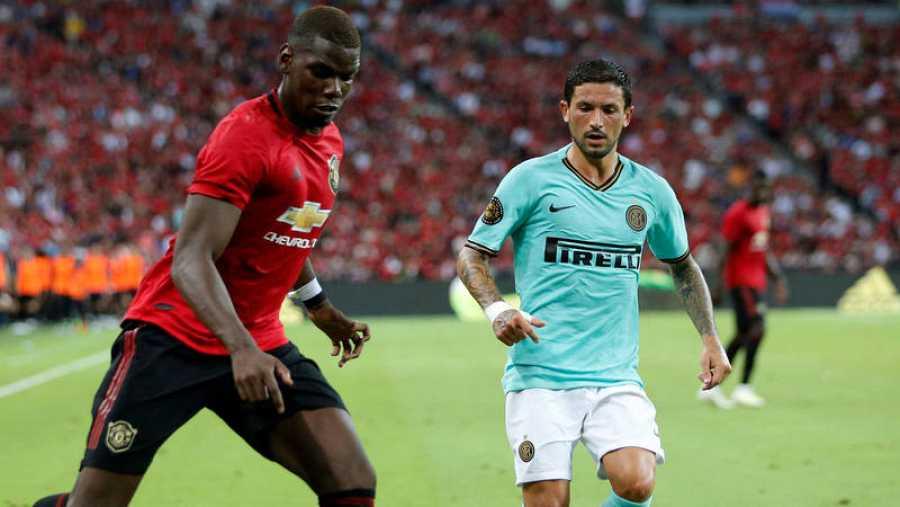 Paul Pogba (i), en un partido amistoso del Manchester United ante el Inter de Milán.