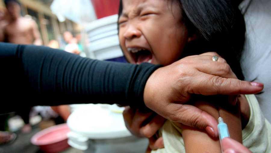 El sarampión se puede prevenir casi por completo con dos dosis de la vacuna.