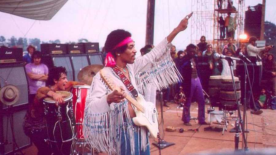 Un momento de la actuación de Jimi Hendrix en Woodstock.