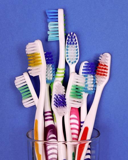 Los cepillos de dientes pueden ser una importante fuente de contaminación por microplásticos.