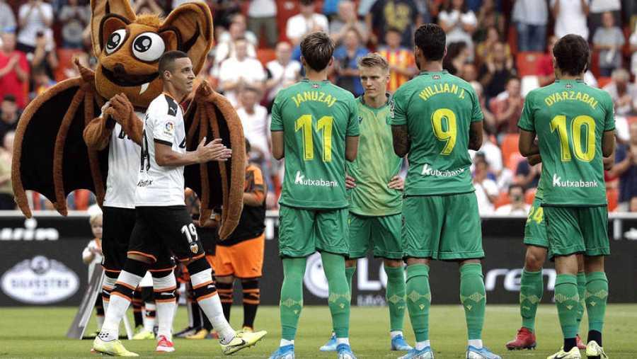 La Real hizo pasillo al Valencia por el título de Copa
