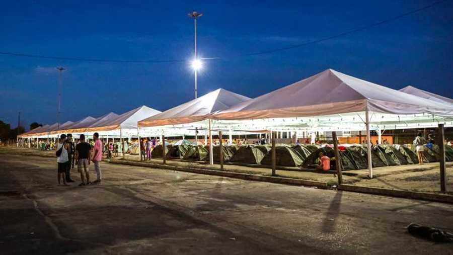 Carpas ubicadas detrás de la estación de autobuses de Boa Vista, donde los inmigrantes venezolanos y los solicitantes de asilo, que no se encuentran en refugios o en otro tipo de vivienda, se quedan de noche. Victoria Servilhano/MSF