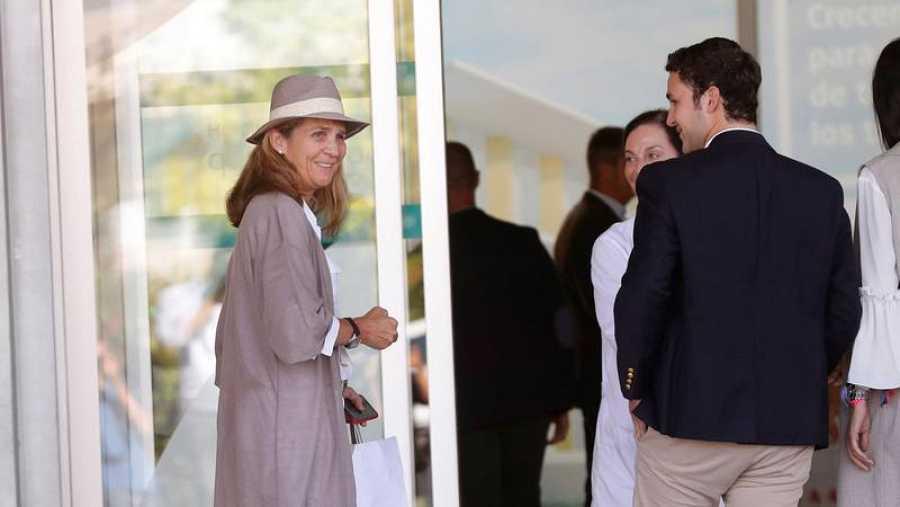 Infanta Elena visita al rey Juan Carlos en el Hospital Clínico Quirón