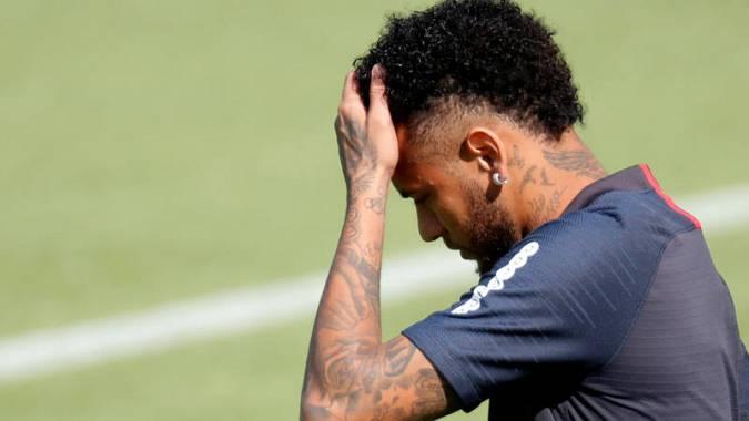 Neymar sigue entrenando pero no termina de jugar con el PSG.