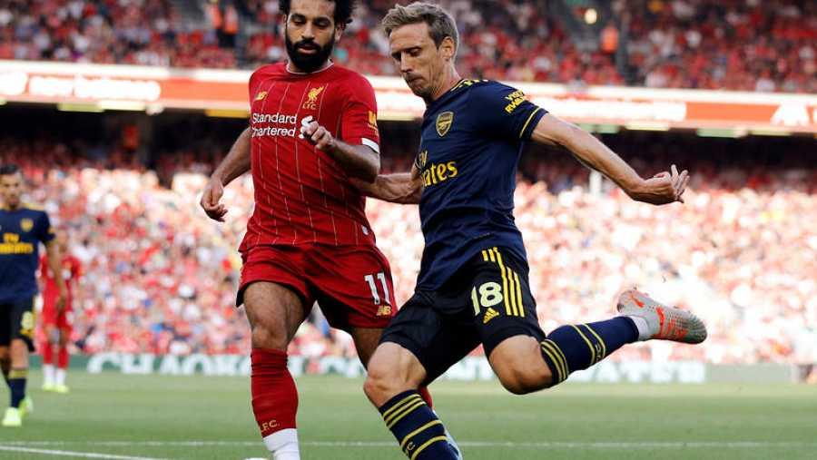 Monreal pugna con Salah
