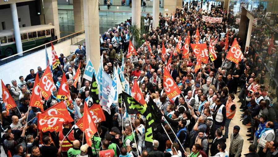 Concentración sindical en la sede de la RATP