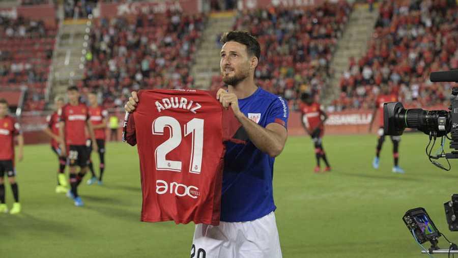 Homenaje a Aduriz previo al partido