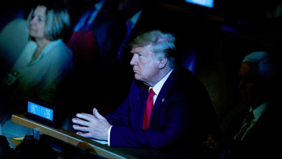 El presidente de Estados Unidos, Donald Trump, escucha a uno de los ponentes en la cumbre climática de la ONU.