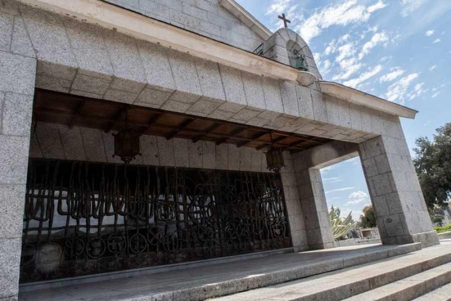 Entrada a la capilla donde descansarán los restos de Franco