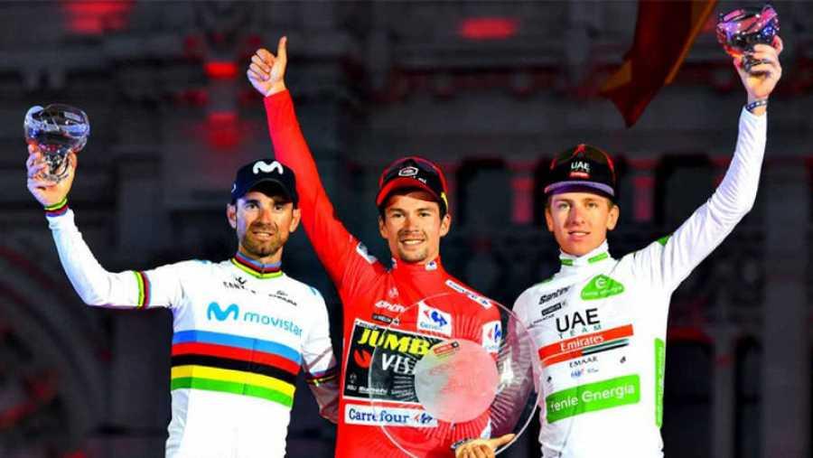 Valverde compartió el podio de la Vuelta con dos aspirantes al título mundial, Roglic y Pogaçar