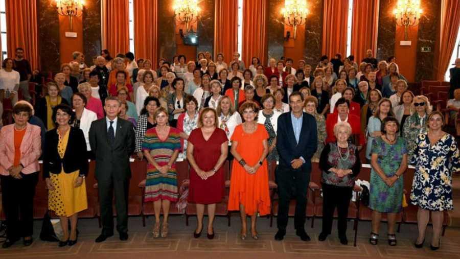 El salón de actos del CSIC ha homenajeado a las científicas pioneras del organismo.