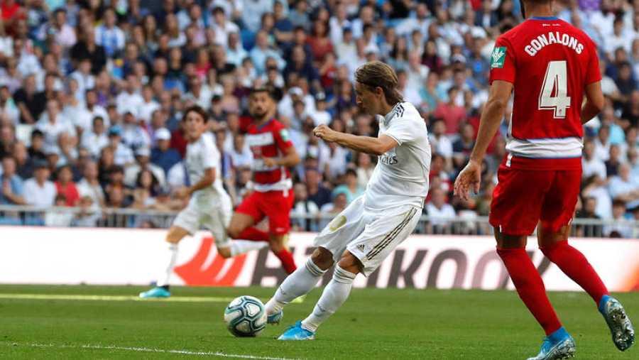 Momento del golpeo de Luka Modric