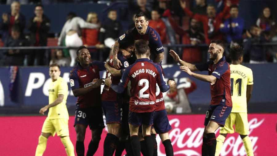 Los jugadores de Osasuna celebran tras marcar ante el Villarreal
