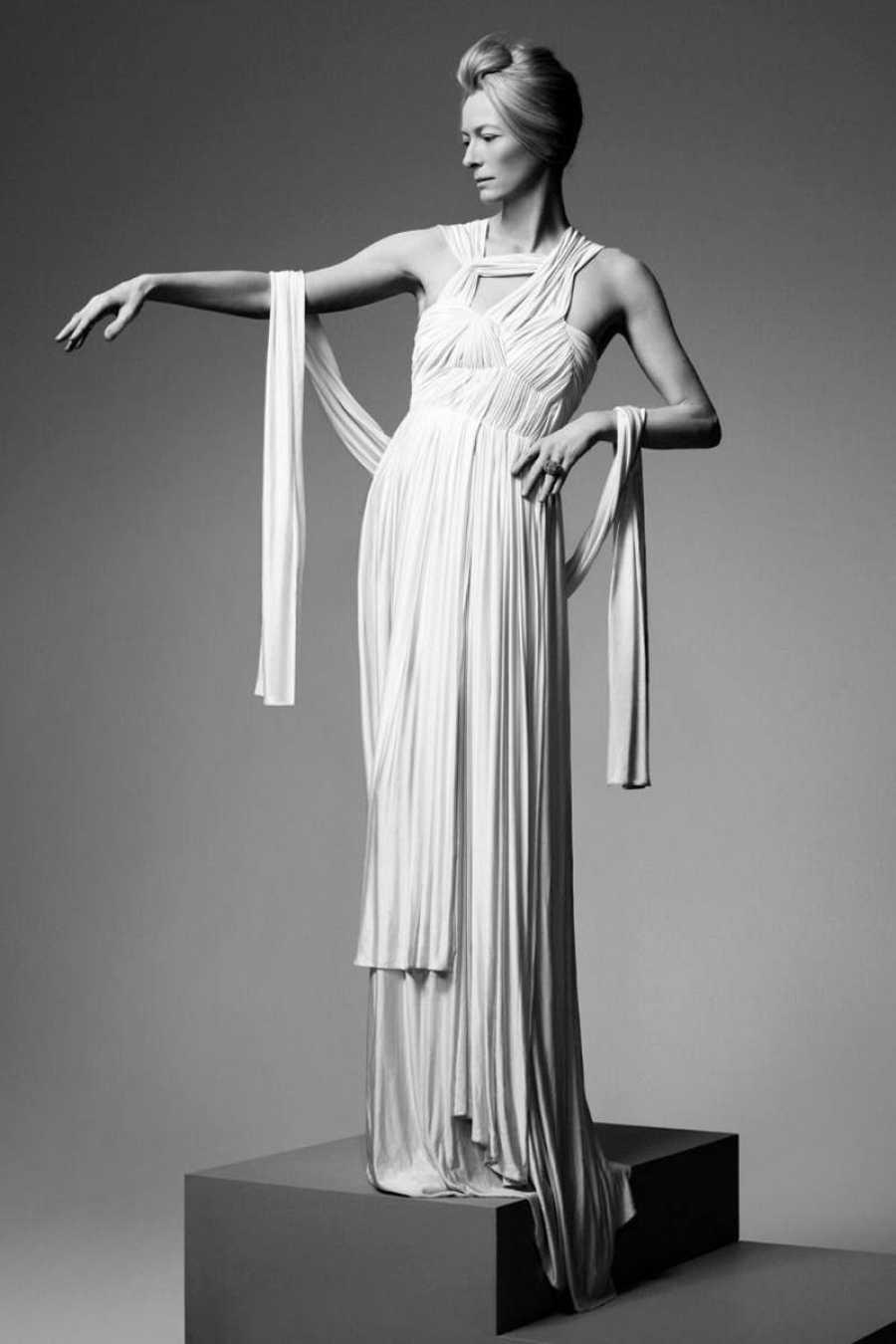 Tilsa Swinton con diseño de Sophia Kokosalaki