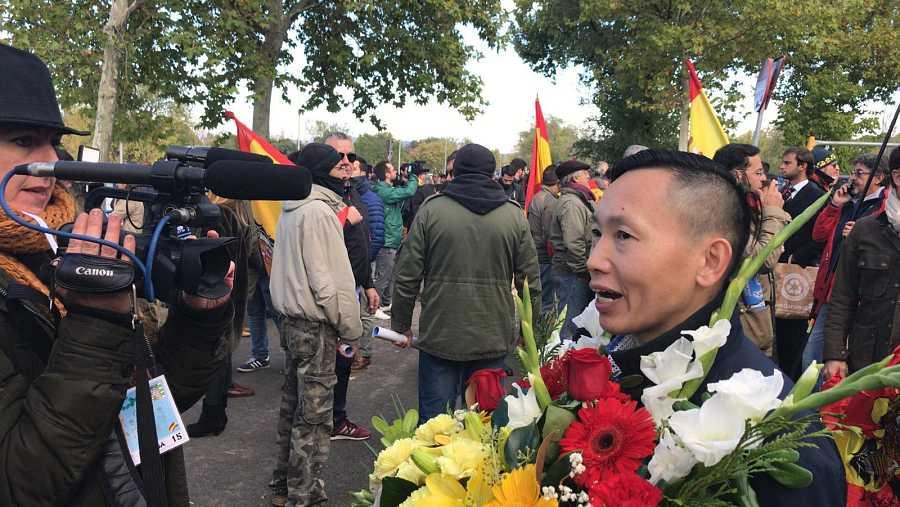 Chen Xiangwei, nacido en China, acude a despedir a Franco al cementerio de Mingorrubio