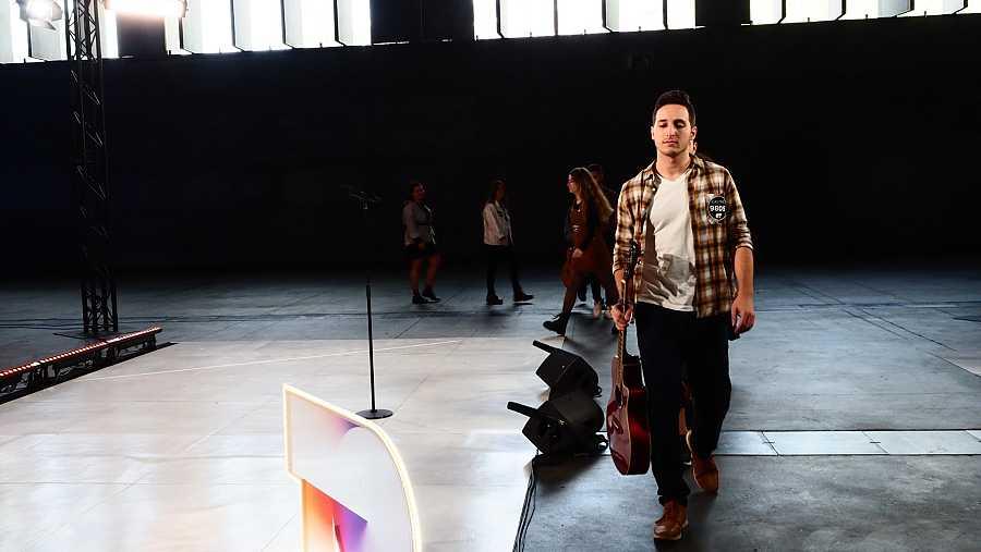 Tercer grupo entrando al escenario en la Fase 2 del casting OT 2020 en Madrid